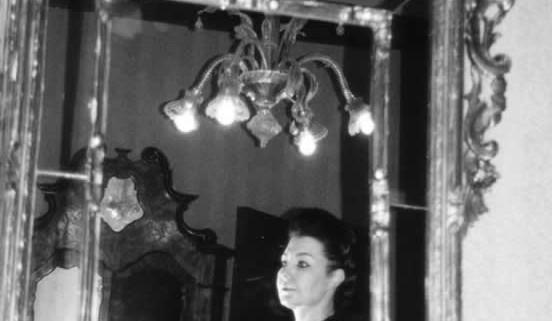 Hécate dans un miroir